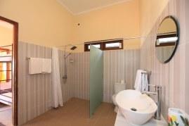 room 8 bathroom (2)